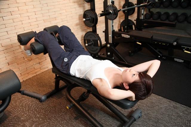 下腹のポッコリの原因は引き締めで即効解消!【筋肉アップ】