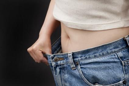 お腹だけ痩せる方法は温める?【揉んだりへこますのも有効!】