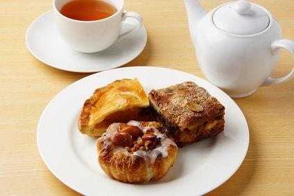 菓子パンと紅茶