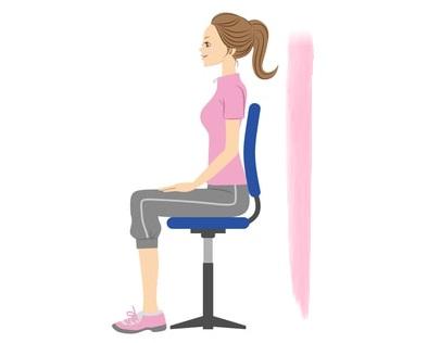 チェアニーアタックで椅子に座って体幹トレーニング!お腹周りの脂肪燃焼!