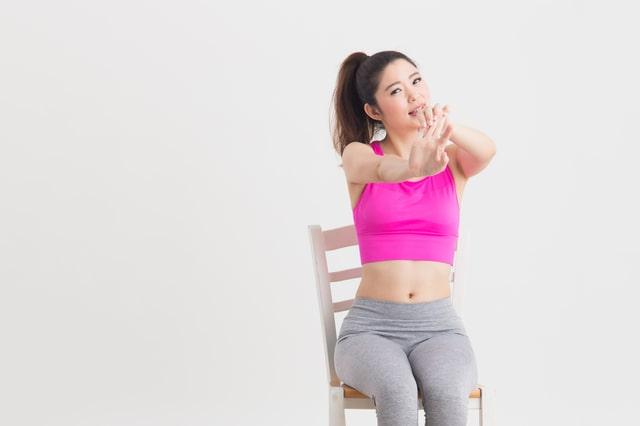 チェアランニングで椅子に座りながら全身痩せHIITトレーニング!