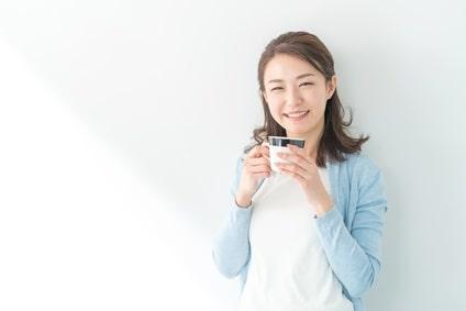 コーヒー 緑茶 女性 飲み物